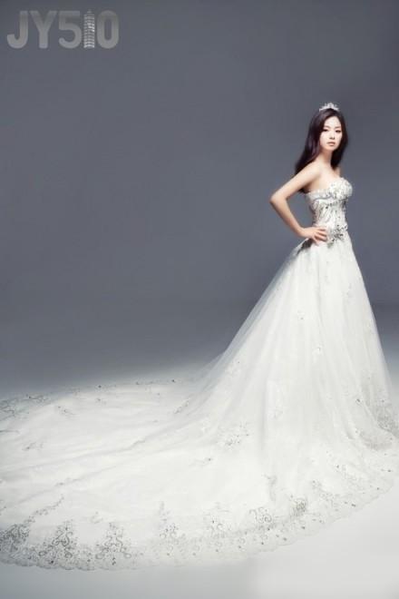 亚梦穿婚纱是哪集_藤井莉娜华丽婚纱大片 青岛全搜索