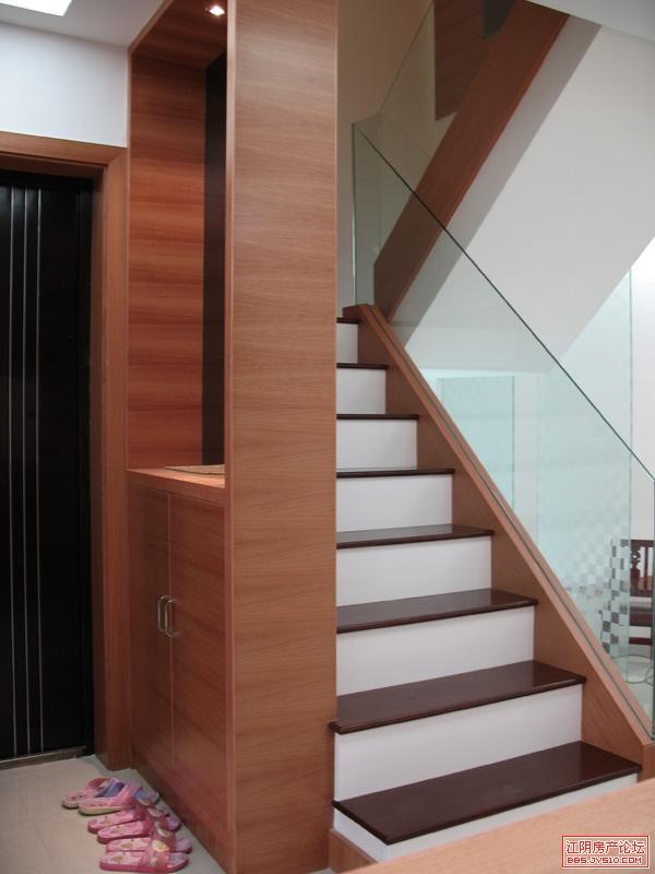 鞋柜与楼梯