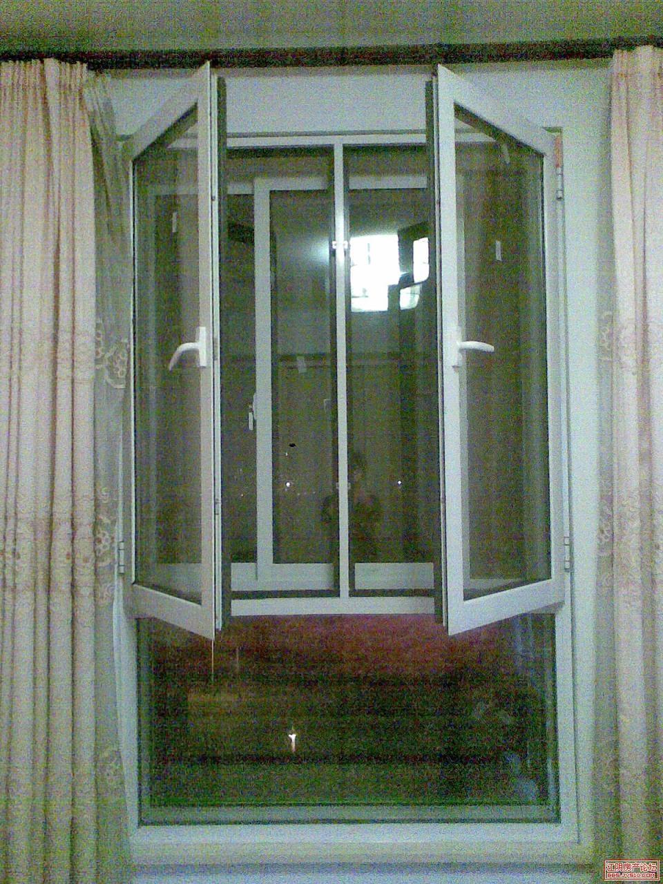 三扇窗户 六层玻璃
